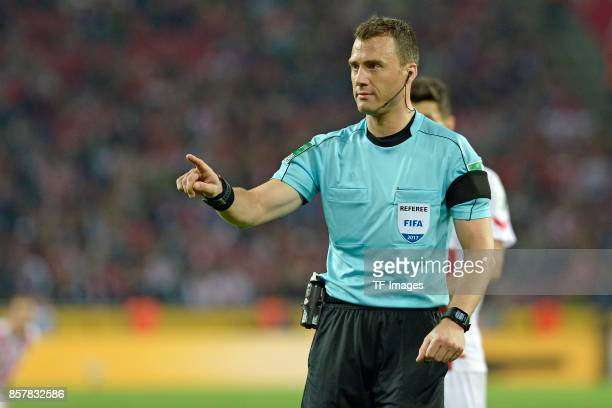 Referee Felix Zwayer looks on during the Bundesliga match between 1 FC Koeln and RB Leipzig at RheinEnergieStadion on October 1 2017 in Cologne...