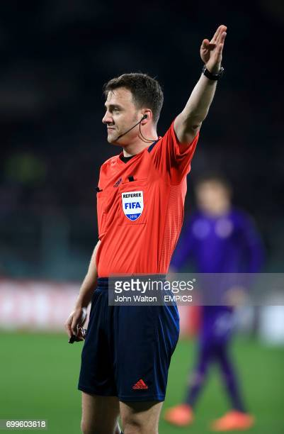 Referee Felix Zwayer