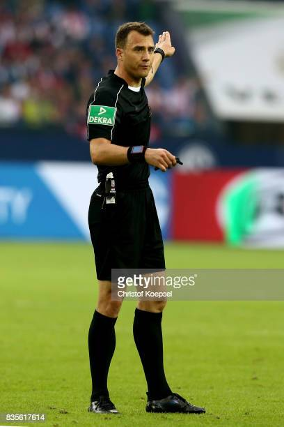 Referee Felix Zwayer reacts during the Bundesliga match between FC Schalke 04 and RB Leipzig at VeltinsArena on August 19 2017 in Gelsenkirchen...