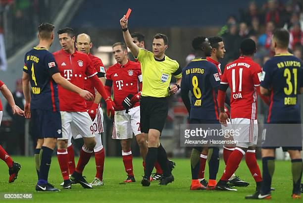 Referee Felix Zwayer shows a red card to Emil Forsberg of RB Leipzig during the Bundesliga match between Bayern Muenchen and RB Leipzig at Allianz...