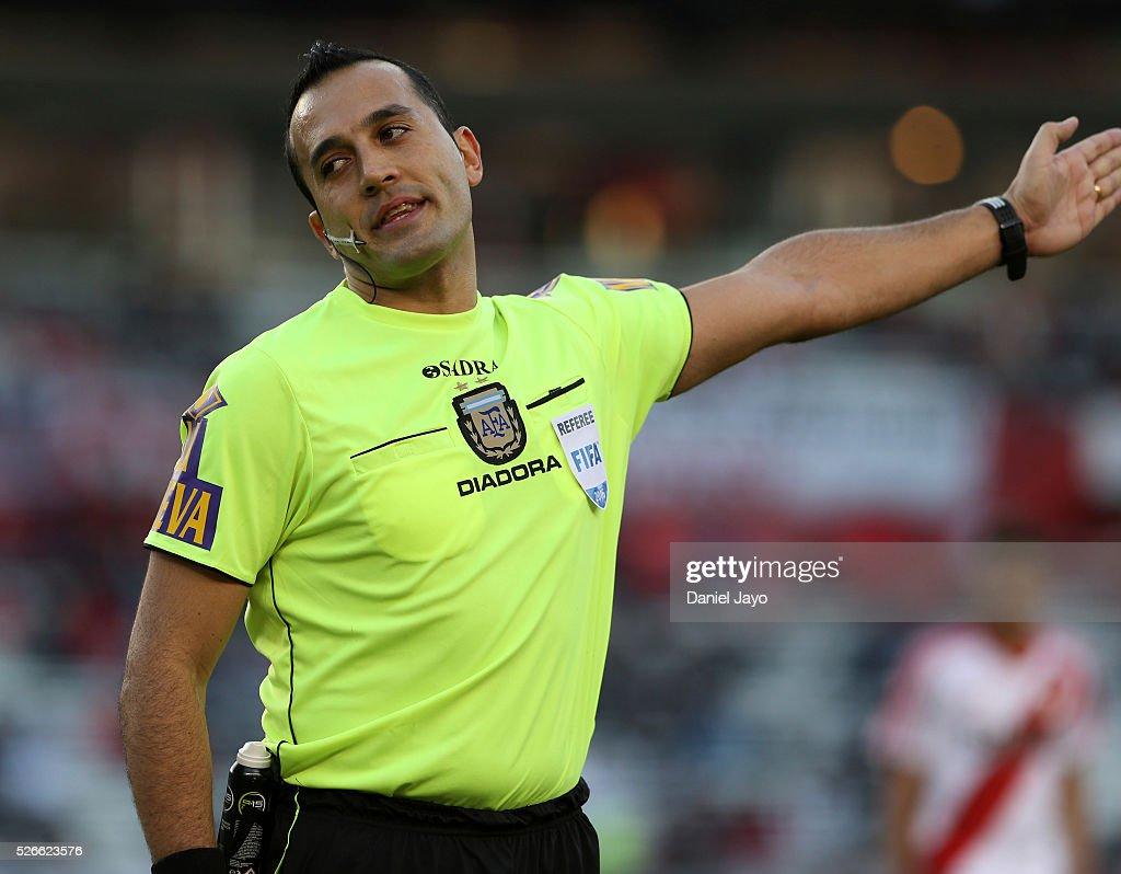 Referee Fernando Espinoza gestures during a match between River Plate and Velez Sarsfield as part of Torneo Transicion 2016 at Antonio Vespucio Liberti Stadium on April 30, 2016 in Buenos Aires, Argentina.