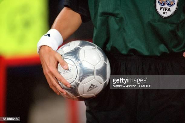Referee Frank De Bleeckere with the matchball