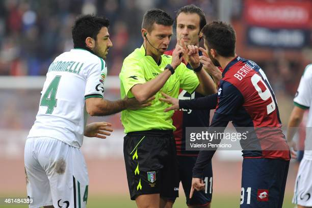 Referee Gianluca Rocchi discutes with Andrea Bertolacci of Genoa CFC during the Serie A match between Genoa CFC and US Sassuolo Calcio at Stadio...