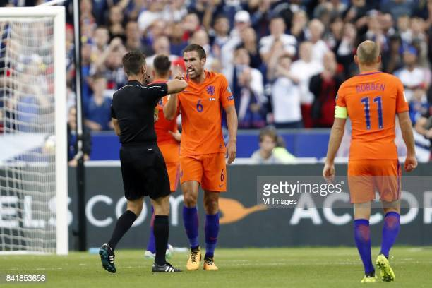 referee Gianluca Rocchi Kevin Strootman of Holland Arjen Robben of Holland during the FIFA World Cup 2018 qualifying match between France and...