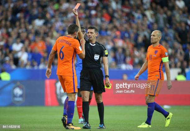 http://media.gettyimages.com/photos/referee-gianluca-rocchi-of-italy-gives-a-red-card-to-kevin-strootman-picture-id841463916?s=612x612