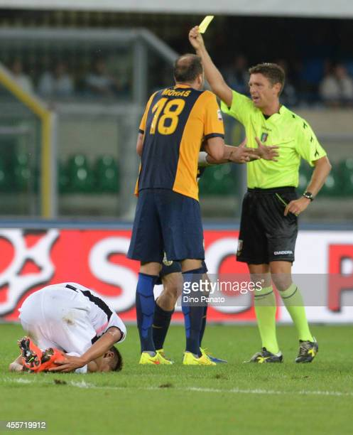Referee Gianluca Rocchi shows yellow card to Evangelos Moras of Hellas Verona competes on the head during the Serie A match between Hellas Verona FC...