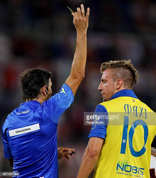 Referee Gianpaolo Calvarese shows the yellow card to Maxi Lopez of AC Chievo Verona during the Serie A match between AS Roma and AC Chievo Verona at...