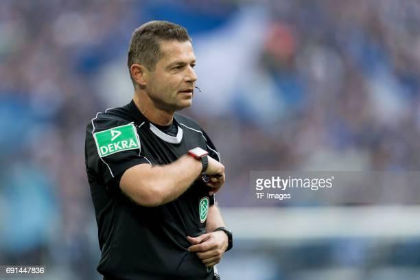 Referee Guenter Perl gestures during the Bundesliga match between FC Schalke 04 and RB Leipzig at VeltinsArena on April 23 2017 in Gelsenkirchen...