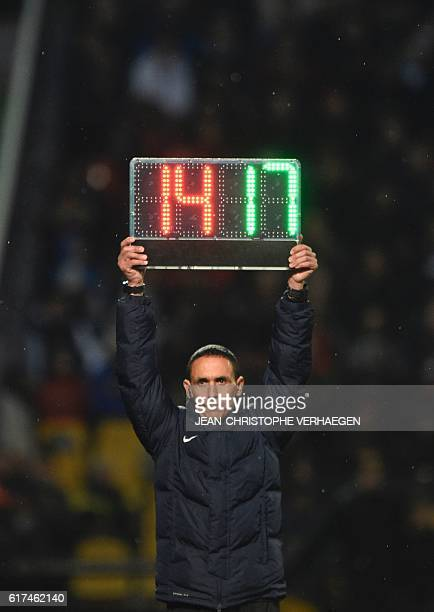 Referee Hakim Ben El Hadj holds an electronic substitution board during the French L1 football match between Metz and Nice on October 23 2016 at...