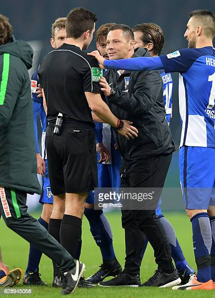 referee Harm Osmers and Vedad Ibisevic of Hertha BSC after the game between Hertha BSC and Werder Bremen on december 10 2016 in Berlin Germany