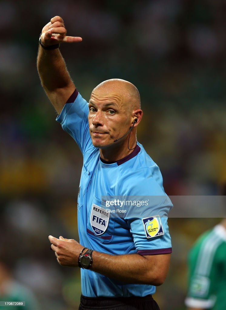 Referee <a gi-track='captionPersonalityLinkClicked' href=/galleries/search?phrase=Howard+Webb&family=editorial&specificpeople=647148 ng-click='$event.stopPropagation()'>Howard Webb</a> gestures during the FIFA Confederations Cup Brazil 2013 Group A match between Brazil and Mexico at Castelao on June 19, 2013 in Fortaleza, Brazil.