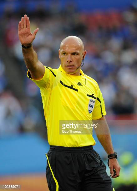 Referee Howard Webb of Engalnd during the 2010 FIFA World Cup South Africa Group F match between Slovakia and Italy at Ellis Park Stadium on June 24...