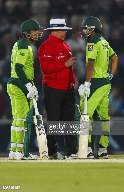 Referee Ian Gould speaks to Pakistan batsman Mohammad Hafeez during the fifth one day international at The Rose Bowl Southampton
