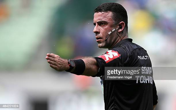 Referee Igor Junio Benevenuto givs advise during the match between Palmeiras and Flamengo for the Brazilian Series A 2015 at Allianz Parque on August...