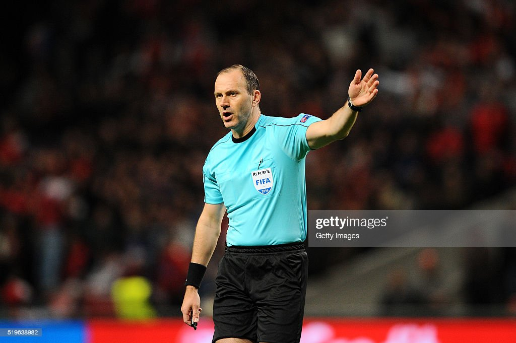 Referee <a gi-track='captionPersonalityLinkClicked' href=/galleries/search?phrase=Jonas+Eriksson+-+Referee&family=editorial&specificpeople=12731953 ng-click='$event.stopPropagation()'>Jonas Eriksson</a> during the UEFA Europa League Quarter Final first leg match between SC Braga and Shakhtar Donetsk at the Estadio Municipal de Braga on April 7, 2016 in Braga, Portugal.