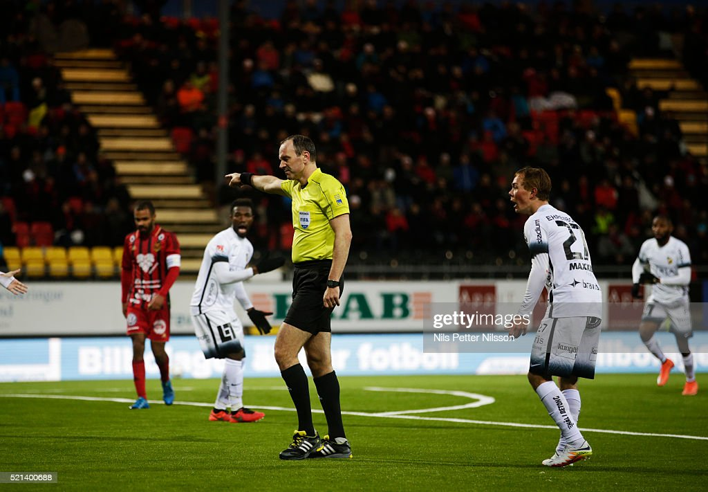 Referee <a gi-track='captionPersonalityLinkClicked' href=/galleries/search?phrase=Jonas+Eriksson+-+Referee&family=editorial&specificpeople=12731953 ng-click='$event.stopPropagation()'>Jonas Eriksson</a> points to the penalty spot as players of BK Hacken reacts during the allsvenskan match between Ostersunds FK and BK Hacken at Jamtkraft Arena on April 15, 2016 in Ostersund, Sweden.