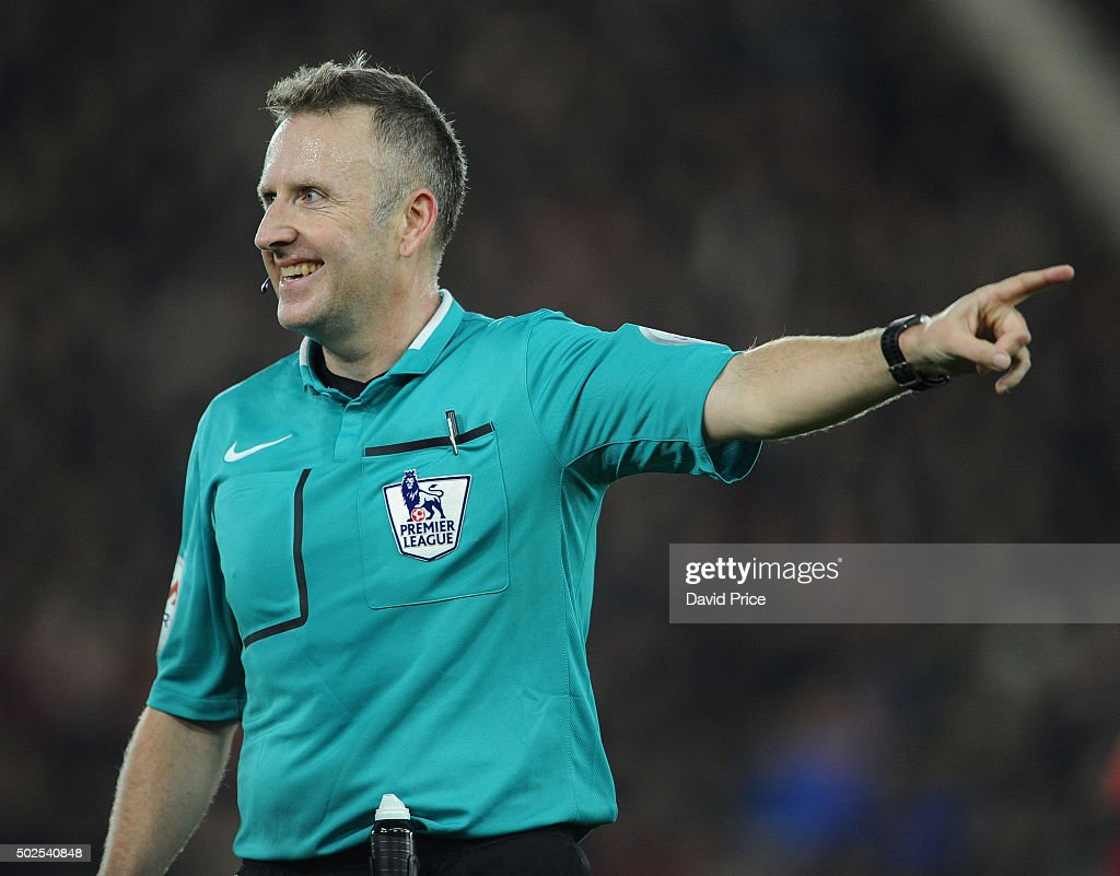 Referee <a gi-track='captionPersonalityLinkClicked' href=/galleries/search?phrase=Jonathan+Moss+-+Soccer+Referee&family=editorial&specificpeople=14630509 ng-click='$event.stopPropagation()'>Jonathan Moss</a> during the Barclays Premier League match between Southampton and Arsenal at St Mary's Stadium on December 26, 2015 in Southampton, England.