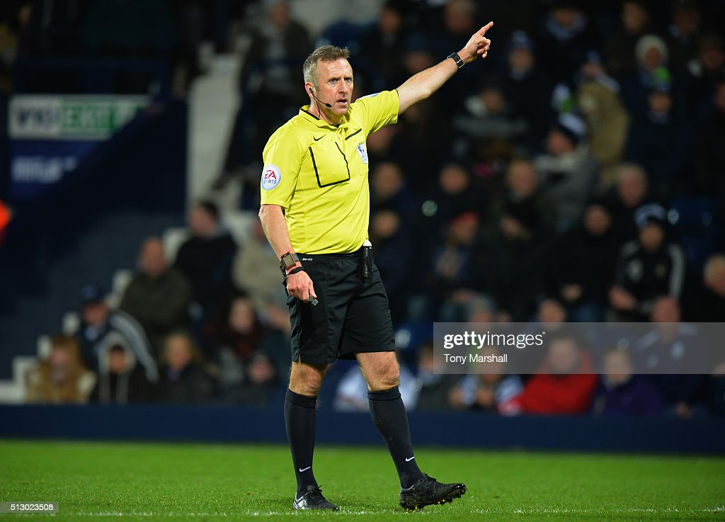 Referee <a gi-track='captionPersonalityLinkClicked' href=/galleries/search?phrase=Jonathan+Moss+-+Arbitro+di+calcio&family=editorial&specificpeople=14630509 ng-click='$event.stopPropagation()'>Jonathan Moss</a> during the Barclays Premier League match between West Bromwich Albion and Crystal Palace at The Hawthorns on February 27, 2016 in West Bromwich, United Kingdom.