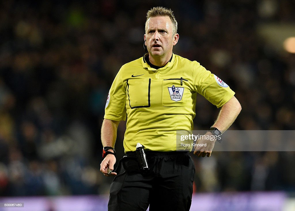 Referee, <a gi-track='captionPersonalityLinkClicked' href=/galleries/search?phrase=Jonathan+Moss+-+Arbitro+di+calcio&family=editorial&specificpeople=14630509 ng-click='$event.stopPropagation()'>Jonathan Moss</a> in action during the Barclays Premier League match between West Bromwich Albion and Tottenham Hotspur at the Hawthorns on December 5, 2015 in West Bromwich, England.