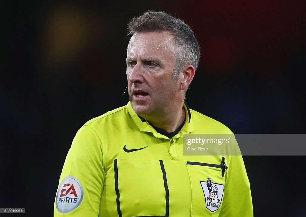 Referee <a gi-track='captionPersonalityLinkClicked' href=/galleries/search?phrase=Jonathan+Moss+-+Arbitro+di+calcio&family=editorial&specificpeople=14630509 ng-click='$event.stopPropagation()'>Jonathan Moss</a> looks on during the Barclays Premier League match between Arsenal and West Bromwich Albion at the Emirates Stadium on April 21, 2016 in London, England.
