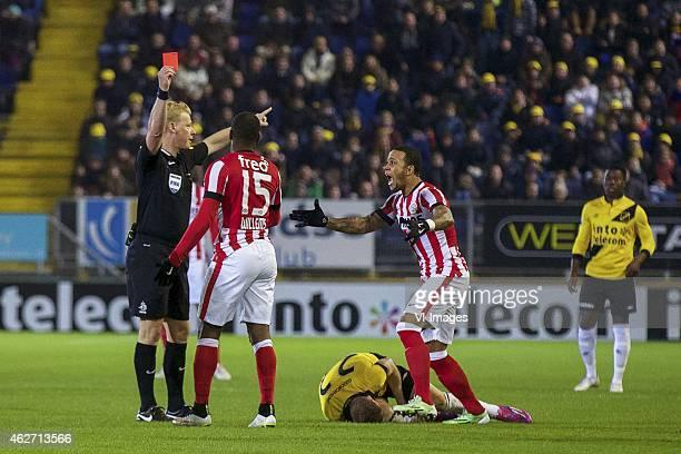 referee Kevin Blom Jetro Willems of PSV Gilles Swerts of NAC Breda Memphis Depay of PSV Jeffrey Sarpong of NAC Breda during the Dutch Eredivisie...