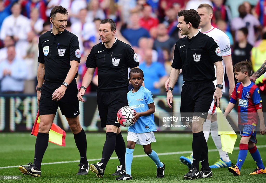 Referee <a gi-track='captionPersonalityLinkClicked' href=/galleries/search?phrase=Kevin+Friend&family=editorial&specificpeople=2941162 ng-click='$event.stopPropagation()'>Kevin Friend</a> leads the teams onto the pitch during the Barclays Premier League match between Crystal Palace and Stoke City at Selhurst Park on May 7, 2016 in London, England.