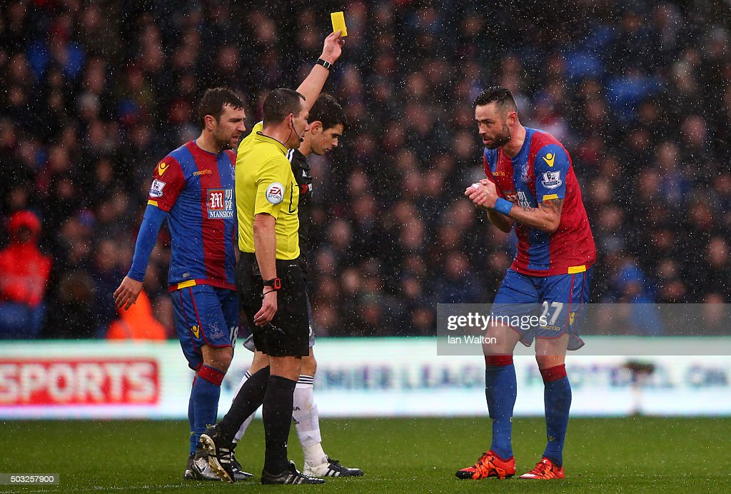 Referee <a gi-track='captionPersonalityLinkClicked' href=/galleries/search?phrase=Kevin+Friend&family=editorial&specificpeople=2941162 ng-click='$event.stopPropagation()'>Kevin Friend</a> shows Damien Delaney of Crystal Palace a yellow card during the Barclays Premier League match between Crystal Palace and Chelsea at Selhurst Park on January 3, 2016 in London, England.
