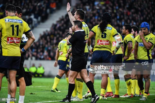 Referee Laurent Cardona accept the try during the Top 14 match between Racing 92 and Clermont Auvergne at Stade PierreMauroy on March 25 2017 in...
