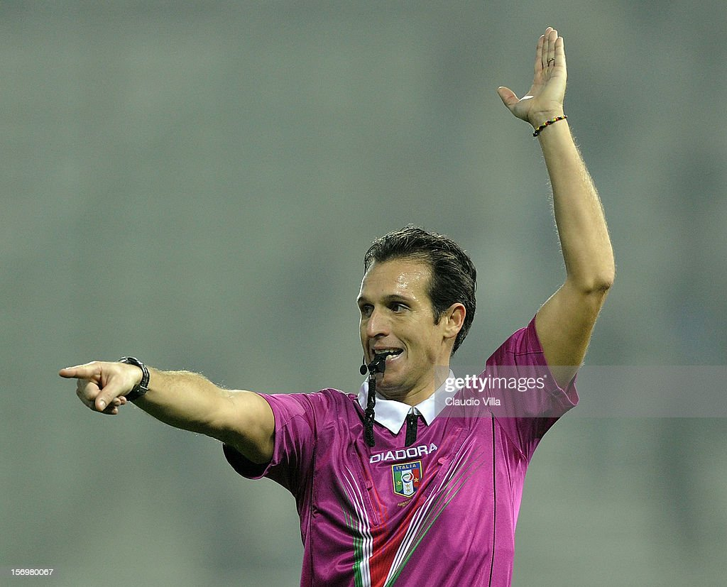 Referee Luca Banti during the Serie A match between Parma FC and FC Internazionale Milano at Stadio Ennio Tardini on November 26, 2012 in Parma, Italy.