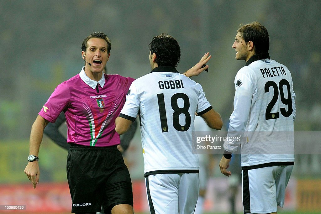 Referee Luca Banti (L) reacts to Massimo Gobbi (C) and Gabriel Paletta of Parma FC during the Serie A match between Parma FC and FC Internazionale Milano at Stadio Ennio Tardini on November 26, 2012 in Parma, Italy.