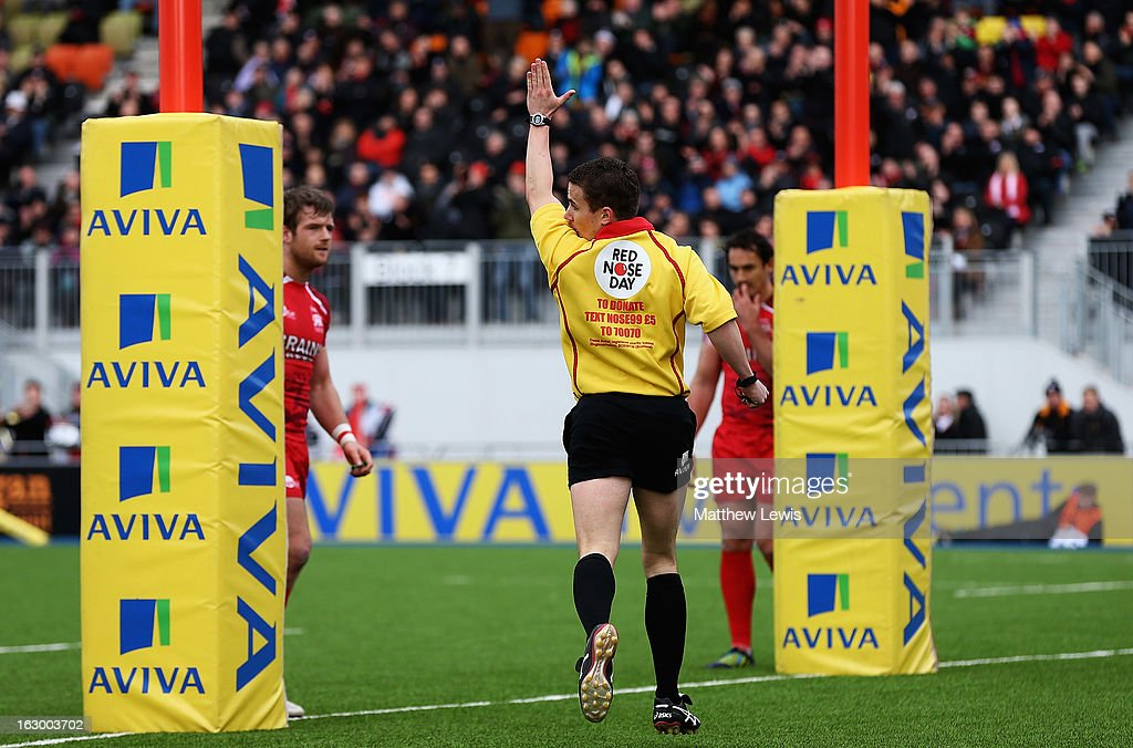 Referee Luke Pearce awards Saracens a penalty try during the Aviva Premiership match between Saracens and London Welsh at Allianz Park on March 3, 2013 in Barnet, England.
