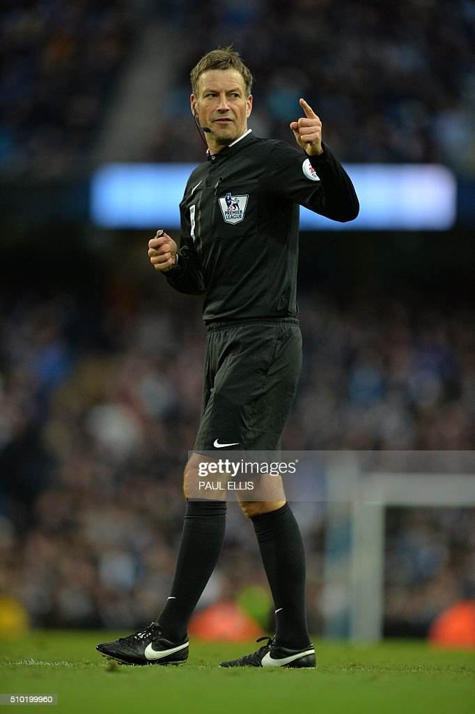 Referee Mark Clattenburg gestures during the English Premier League football match between Manchester City and Tottenham Hotspur at the Etihad Stadium in Manchester, north west England, on February 14, 2016. / AFP / PAUL ELLIS / RESTRICTED TO EDITORIAL USE. No use with unauthorized audio, video, data, fixture lists, club/league logos or 'live' services. Online in-match use limited to 75 images, no video emulation. No use in betting, games or single club/league/player publications. /