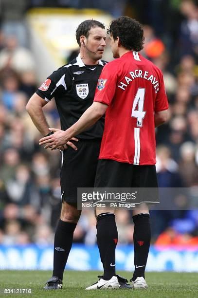 Referee Mark Clattenburg talks to Manchester United's Owen Hargreaves
