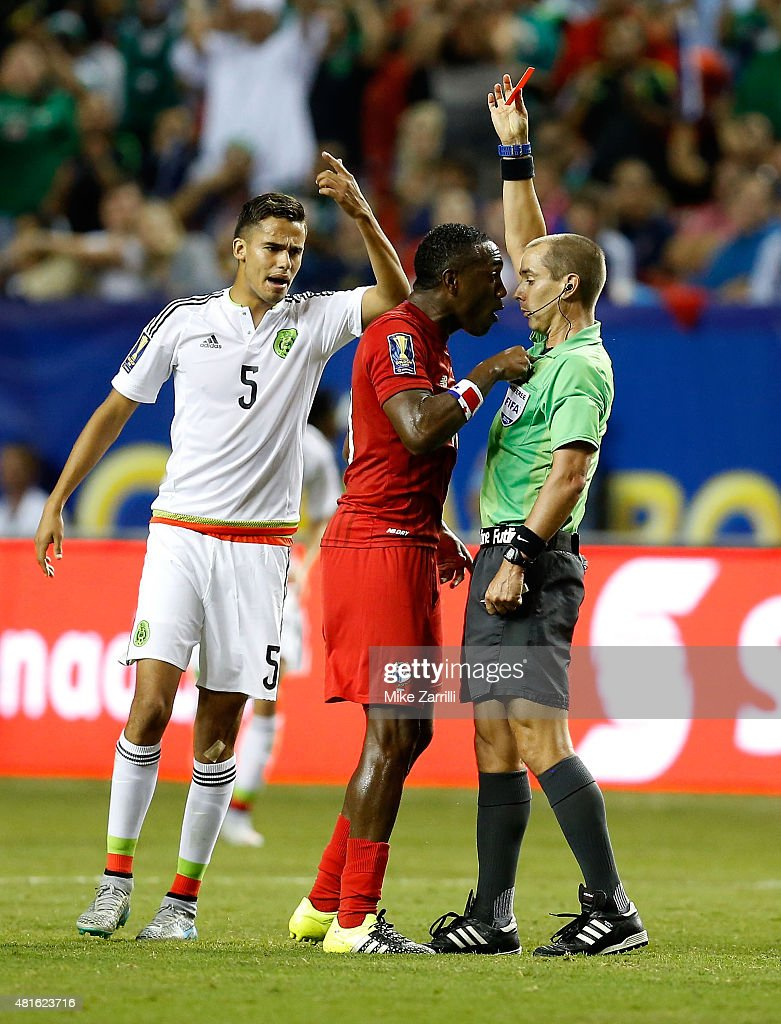 Referee Mark Geiger gives Luis Tejada #10 of Panama a red card while Diego Reyes #5 of Mexico gestures in the first half during the 2015 CONCACAF semifinal match at Georgia Dome on July 22, 2015 in Atlanta, Georgia.