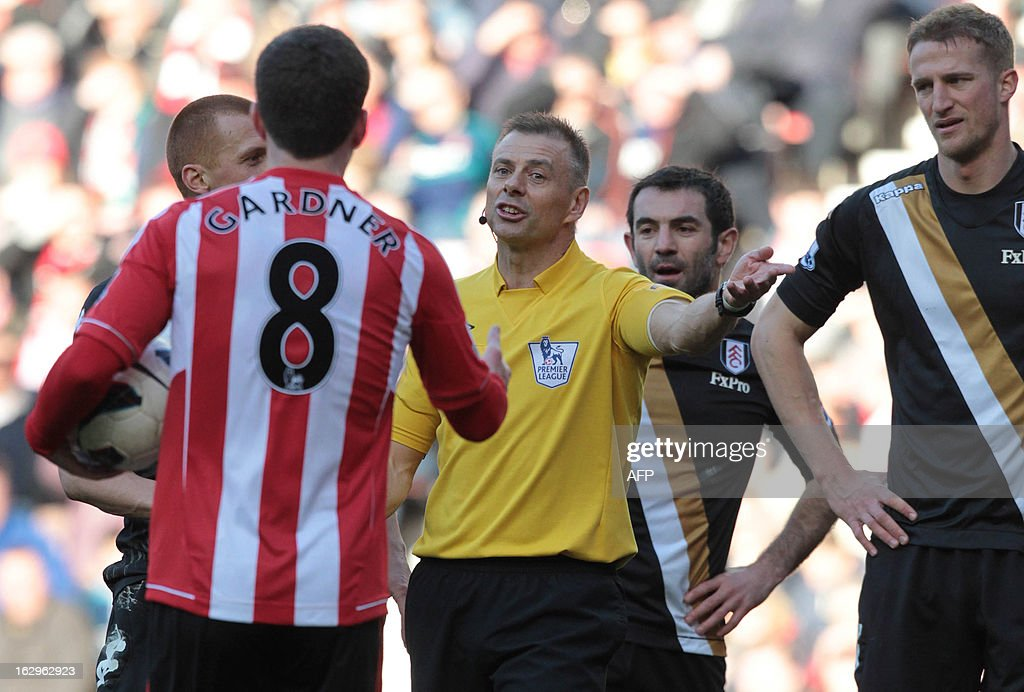 Referee Mark Halsey (C) awards Sunderland a penalty during the English Premier League football match between Sunderland and Fulham at Stadium of Light in Sunderland, northeast England on March 2, 2013. The game ended 2-2. USE. No use with unauthorized audio, video, data, fixture lists, club/league logos or 'live' services. Online in-match use limited to 45 images, no video emulation. No use in betting, games or single club/league/player publications.