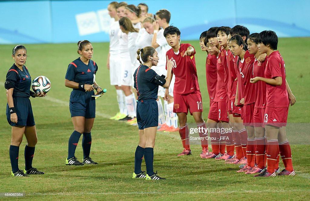 Referee Marlin Miranda of Paraguay speaks to the chinese players prior to the penalty shoot out during the 2014 FIFA Girls Summer Youth Olympic Football Tournament Semi Final match between China and Slovakia at Wutaishan Stadium on August 23, 2014 in Nanjing, China.