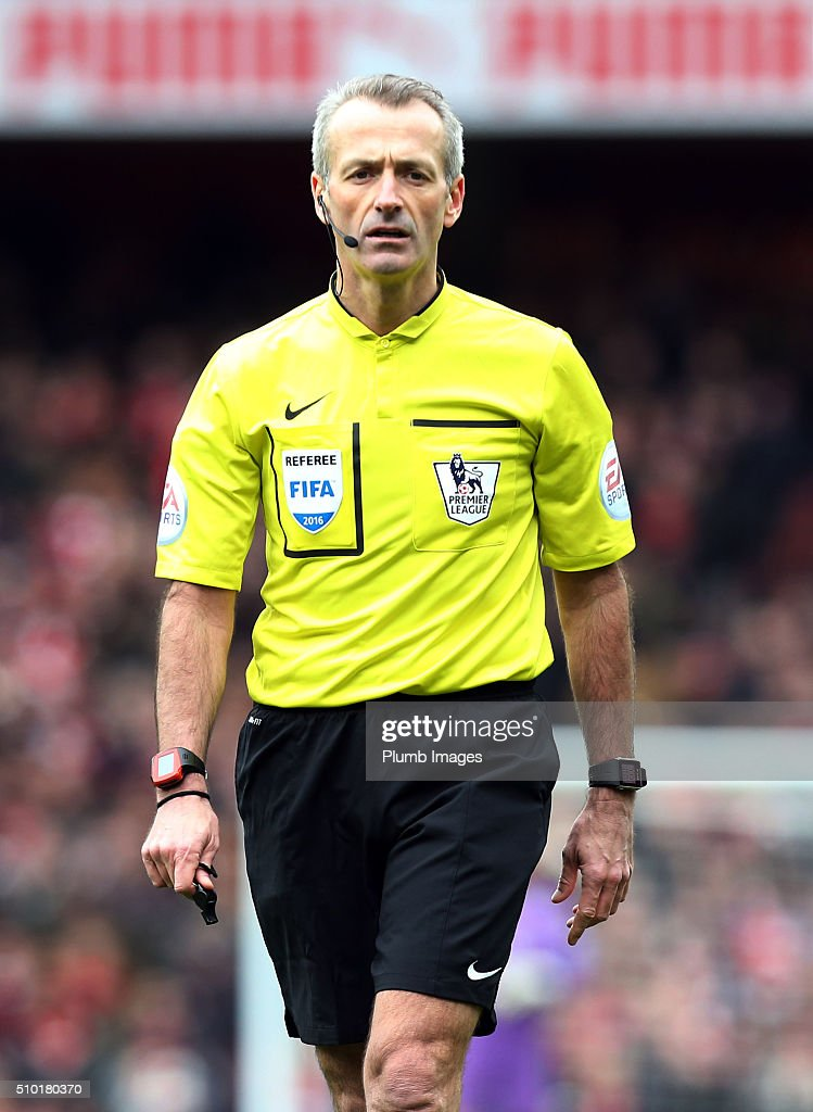 Referee <a gi-track='captionPersonalityLinkClicked' href=/galleries/search?phrase=Martin+Atkinson&family=editorial&specificpeople=703318 ng-click='$event.stopPropagation()'>Martin Atkinson</a> during the Premier League match between Arsenal and Leicester City at Emirates Stadium on February 14, 2016 in London, United Kingdom.