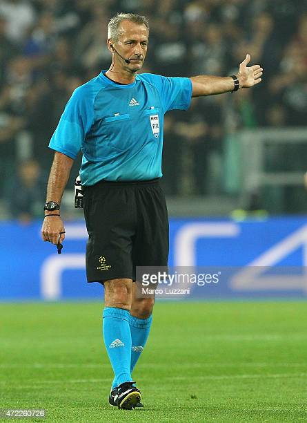 Referee Martin Atkinson gestures during the UEFA Champions League semi final match between Juventus and Real Madrid CF at Juventus Arena on May 5...