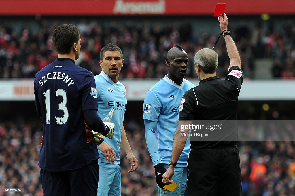 Referee Martin Atkinson shows Mario Balotelli of Man City a red card during the Barclays Premier League match between Arsenal and Manchester City at Emirates Stadium on April 8, 2012 in London, England.