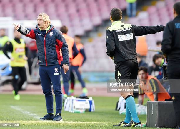 Referee Maurizio Mariani shows the red card to Davide Nicola coach of FC Crotone during the Serie A match between SSC Napoli and FC Crotone at Stadio...