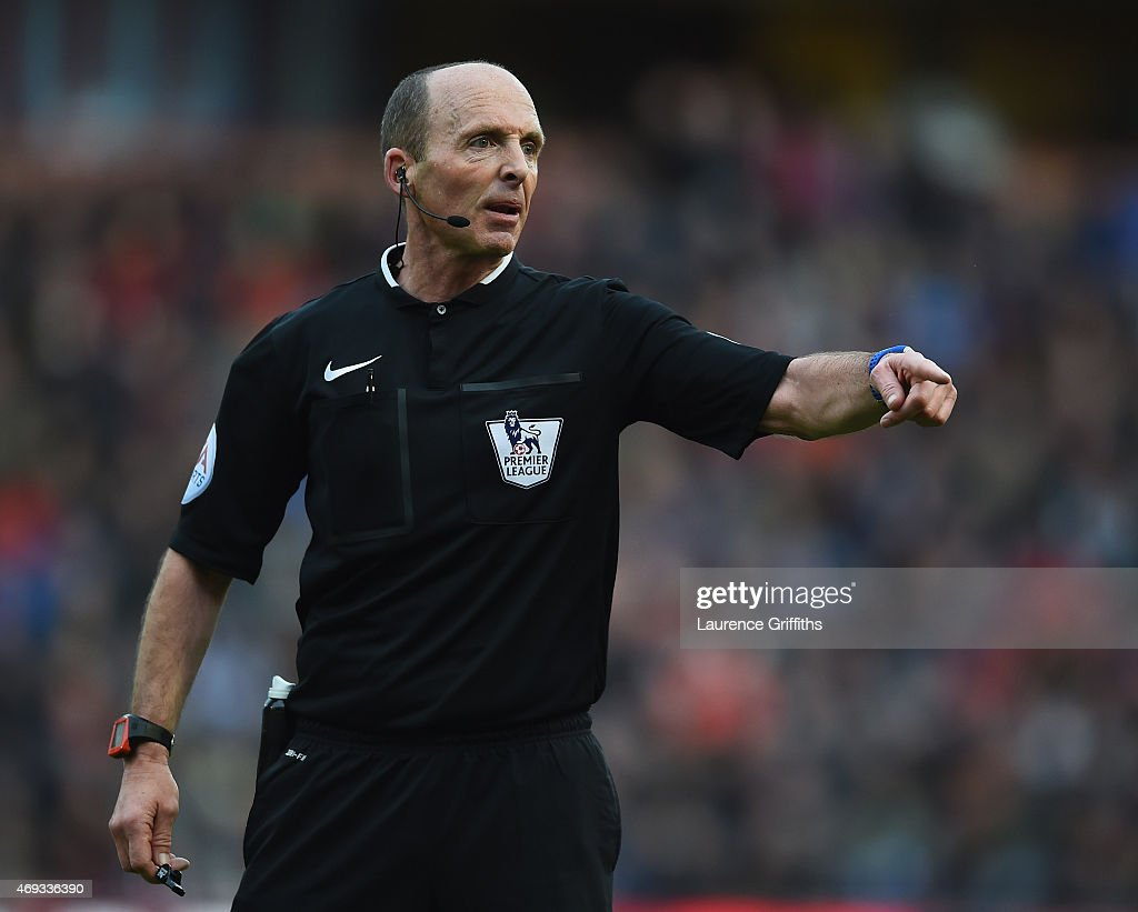 Referee <a gi-track='captionPersonalityLinkClicked' href=/galleries/search?phrase=Mike+Dean+-+Referee&family=editorial&specificpeople=4517613 ng-click='$event.stopPropagation()'>Mike Dean</a> looks on during the Barclays Premier League match between Burnley and Arsenal at Turf Moor on April 11, 2015 in Burnley, England.