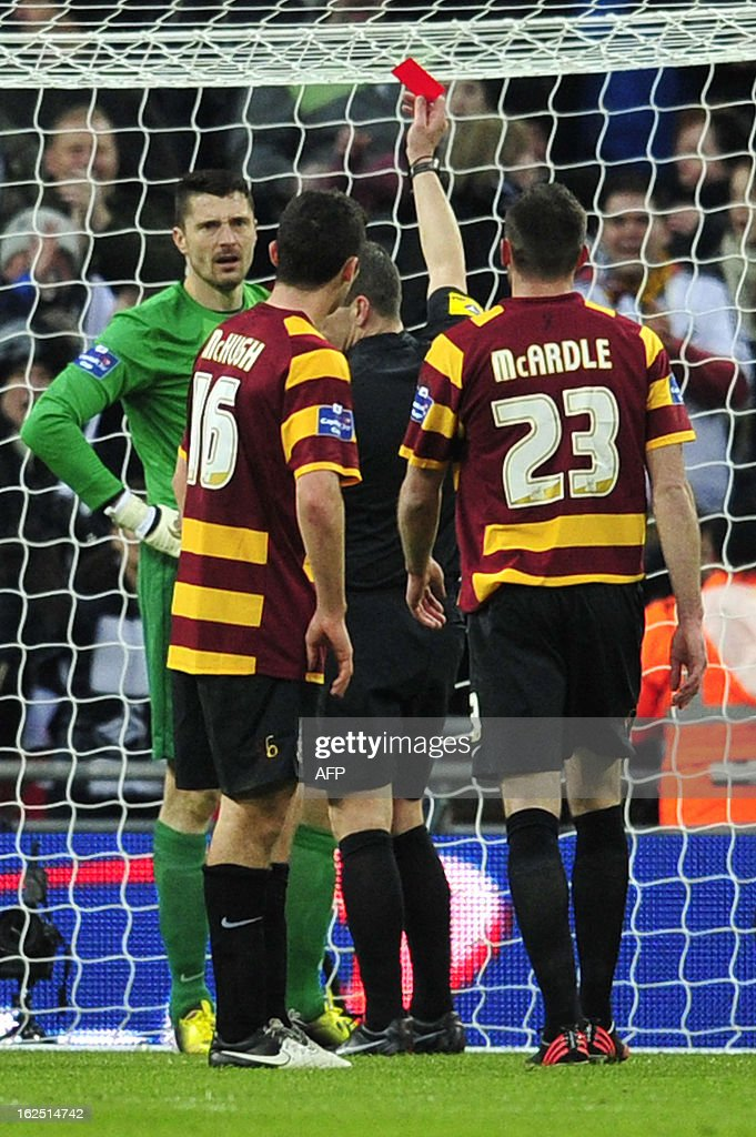 """*CORRECTION - Referee name* Bradford City's English goalkeeper Matt Duke (L) is shown a red card by referee Kevin Friend during the League Cup final football match between Bradford City and Swansea City at Wembley Stadium in London, England on February 24, 2013. AFP PHOTO/GLYN KIRK USE. No use with unauthorized audio, video, data, fixture lists, club/league logos or """"live"""" services. Online in-match use limited to 45 images, no video emulation. No use in betting, games or single club/league/player publications."""