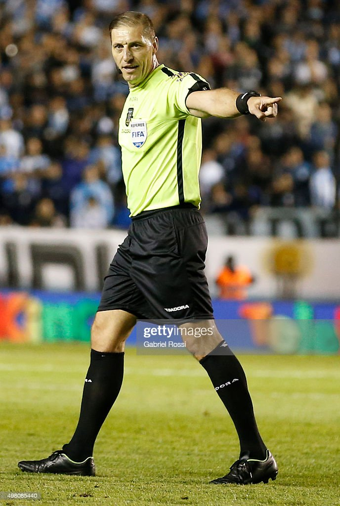 Referee Nestor Pitana in action during a Pre Copa Libertadores Playoff match between Racing Club and Estudiantes at Presidente Peron Stadium on November 20, 2015 in Avellaneda, Argentina.