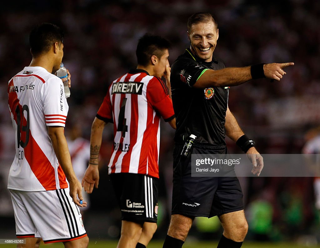 Referee Nestor Pitana smiles during a second leg quarter final match between River Plate and Estudiantes as part of Copa Total Sudamericana 2014 at Monumental Antonio Vespucio Liberti Stadium on November 6, 2014 in Buenos Aires, Argentina.