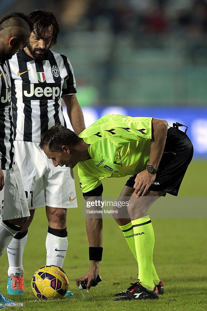 Referee Paolo Valeri of Roma uses vanishing spray during the Serie A match between Empoli FC and Juventus FC at Stadio Carlo Castellani on November 1, 2014 in Empoli, Italy.