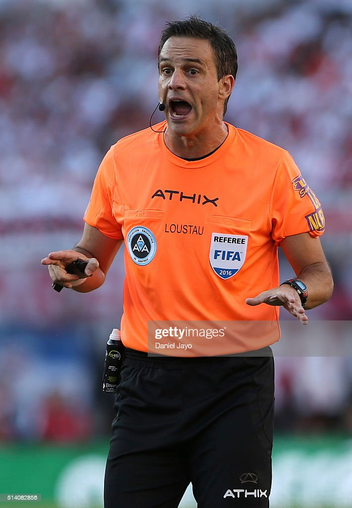Referee <a gi-track='captionPersonalityLinkClicked' href=/galleries/search?phrase=Patricio+Loustau&family=editorial&specificpeople=7946692 ng-click='$event.stopPropagation()'>Patricio Loustau</a> speaks to players during a match between River Plate and Boca Juniors as part of sixth round of Torneo Transicion 2016 at Monumental Antonio Vespucio Liberti Stadium on March 06, 2016 in Buenos Aires, Argentina.
