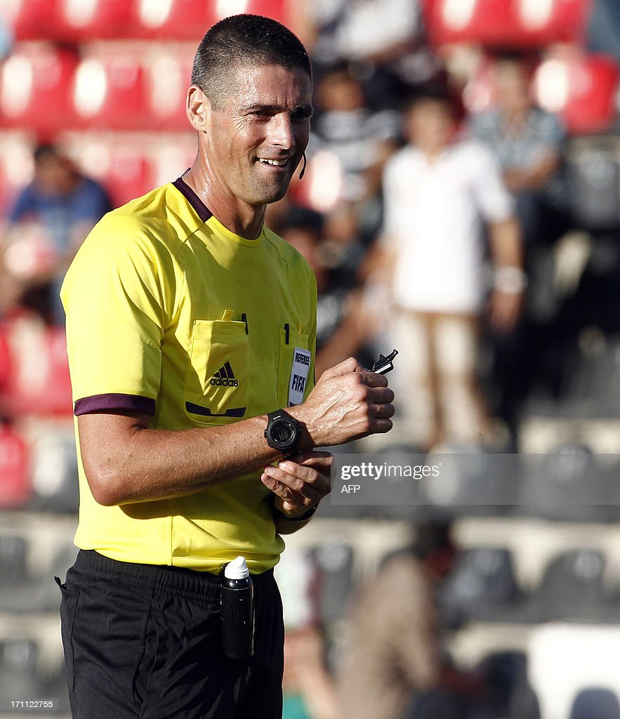 Referee Peter O'Leary is pictured during the group stage football match between Mexico and Greece at the FIFA Under 20 World Cup at the Kamil Ocak stadium in Gaziantep on June 22, 2013. AFP PHOTO/TURKPIX/Aykut AKICI