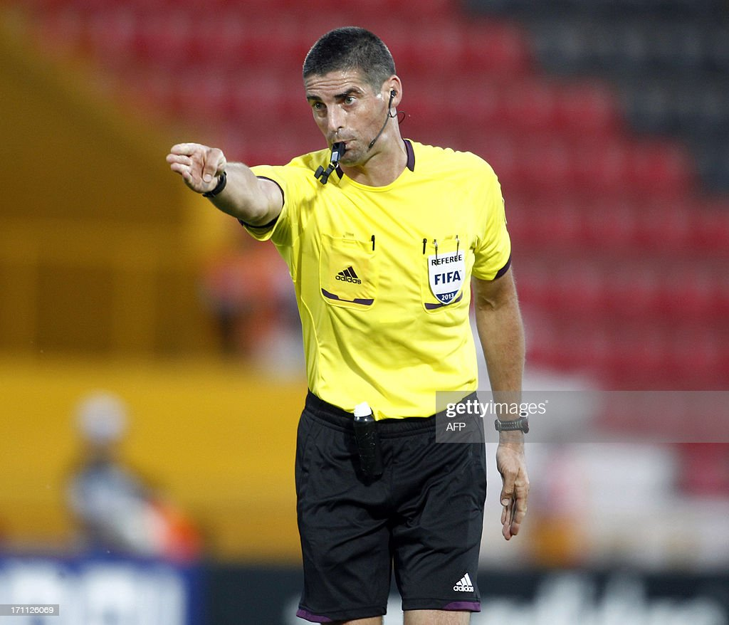 Referee Peter O'Leary makes a call during the group stage football match between Mexico and Greece at the FIFA Under 20 World Cup at the Kamil Ocak stadium in Gaziantep on June 22, 2013. AFP PHOTO/TURKPIX/Aykut AKICI