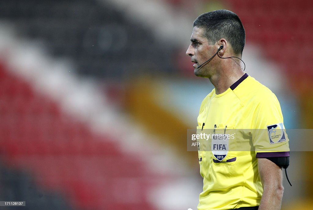 Referee Peter O'Leary of New Zealand is pictured during the group stage football match between Mexico and Greece at the FIFA Under 20 World Cup at the Kamil Ocak stadium in Gaziantep on June 22, 2013. AFP PHOTO/TURKPIX/Aykut AKICI