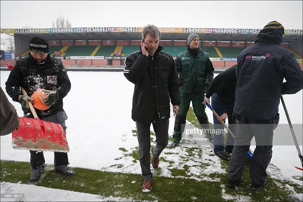 Referee Peter Vervecken pictured at the Daknam stadium covered in snow before the Jupiler League match between Sporting Lokeren and RSC Anderlecht on January 26, 2013 in Lokeren, Belgium. Photo by Jan De Meuleneir/Photonews via Getty Images)